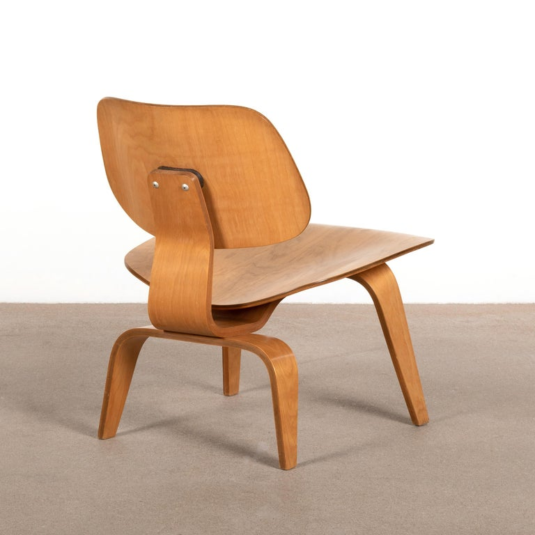 American Charles and Ray Eames Early LCW Maple Lounge Chair for Evans Products, 1947