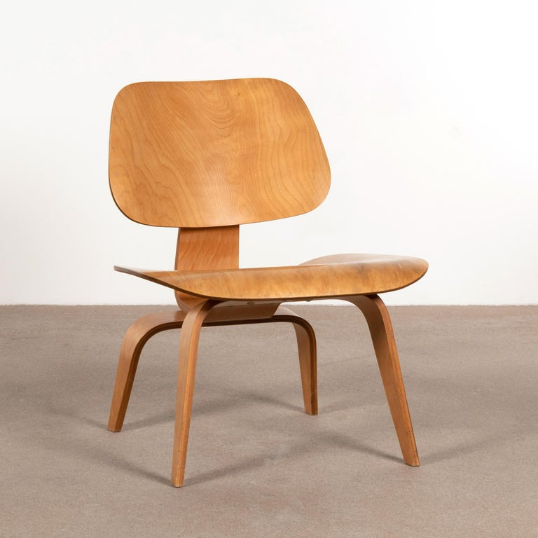Charles and Ray Eames Early LCW Maple Lounge Chair for Evans Products, 1947 In Good Condition In Amsterdam, NL