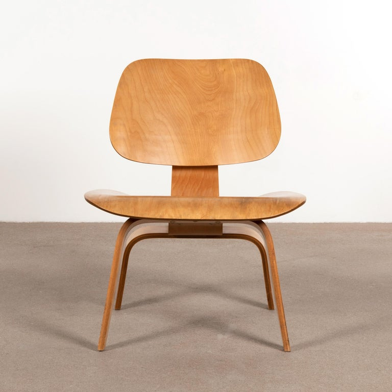 Mid-20th Century Charles and Ray Eames Early LCW Maple Lounge Chair for Evans Products, 1947