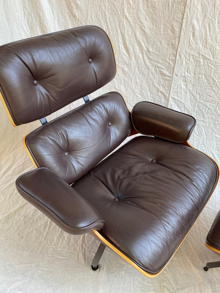 Charles and Ray Eames for Herman Miller Cherry 670 Lounge Chair and Ottoman In Good Condition For Sale In Philadelphia, PA