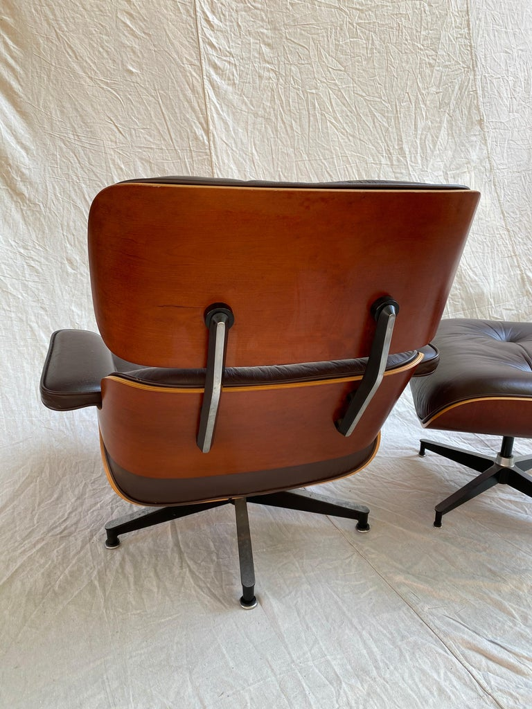Late 20th Century Charles and Ray Eames for Herman Miller Cherry 670 Lounge Chair and Ottoman For Sale