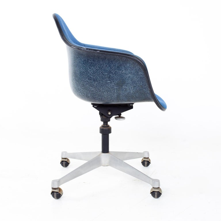 Metal Charles and Ray Eames for Herman Miller Mid Century Blue Shell Office Chair For Sale