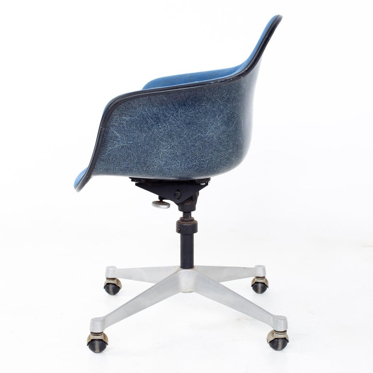 Charles and Ray Eames for Herman Miller Mid Century Blue Shell Office Chair For Sale 1