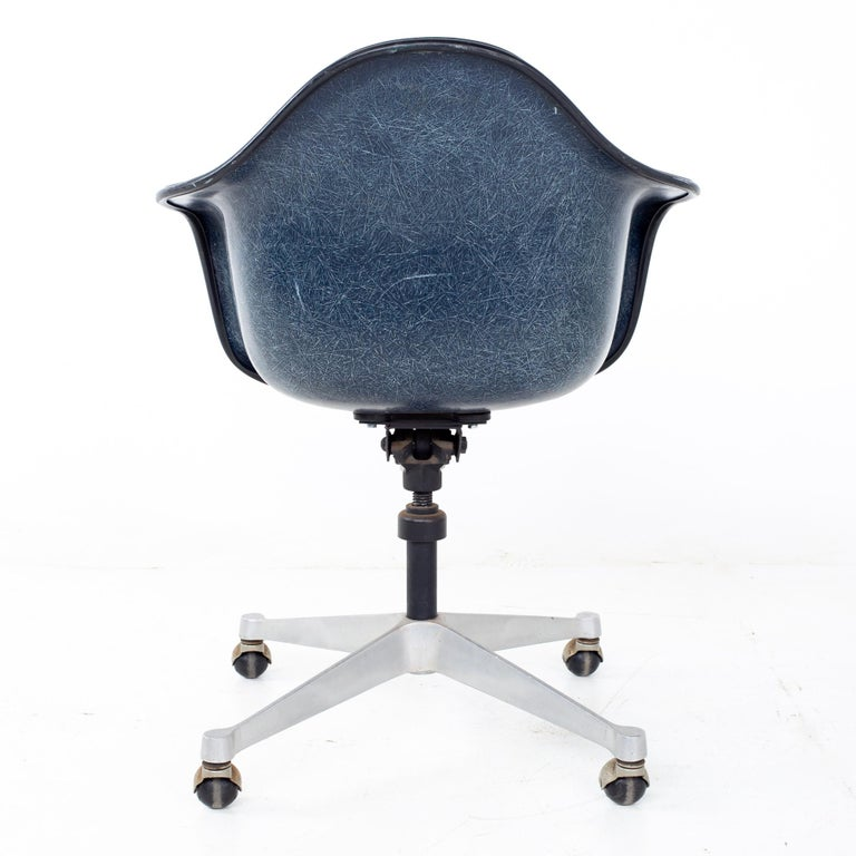Charles and Ray Eames for Herman Miller Mid Century Blue Shell Office Chair For Sale 2