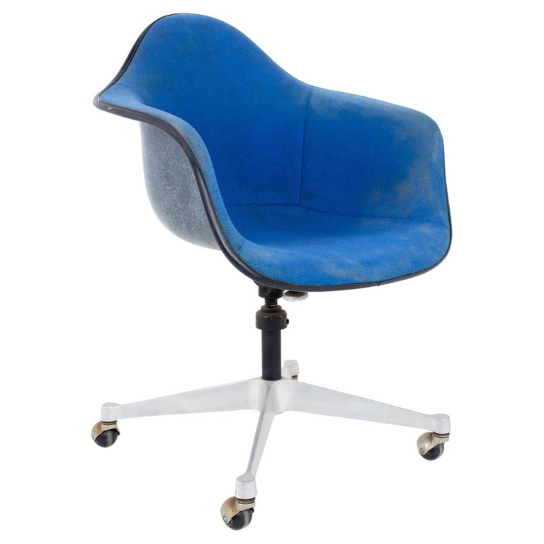 Charles and Ray Eames for Herman Miller Mid Century Blue Shell Office Chair For Sale