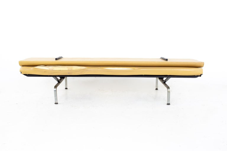 Charles and Ray Eames for Herman Miller Mid Century Compact Daybed Sofa For Sale 3