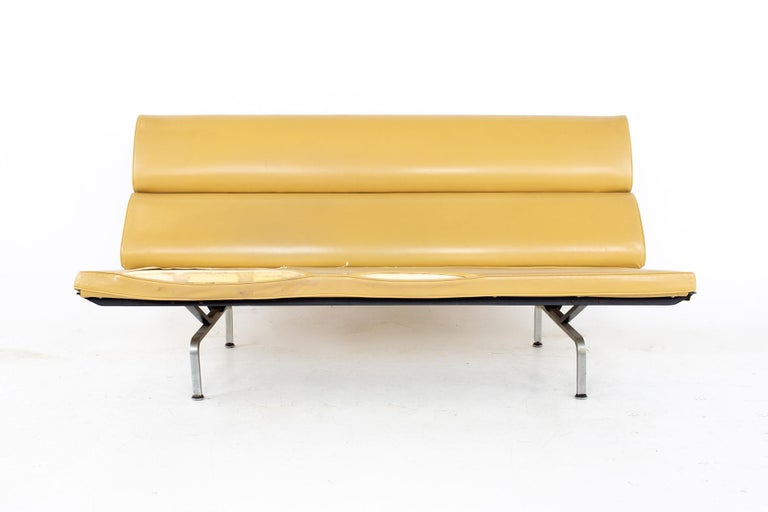 Mid-Century Modern Charles and Ray Eames for Herman Miller Mid Century Compact Daybed Sofa For Sale