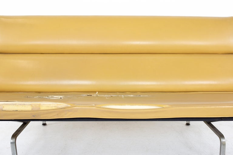 Late 20th Century Charles and Ray Eames for Herman Miller Mid Century Compact Daybed Sofa For Sale