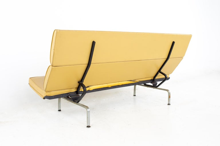 Metal Charles and Ray Eames for Herman Miller Mid Century Compact Daybed Sofa For Sale