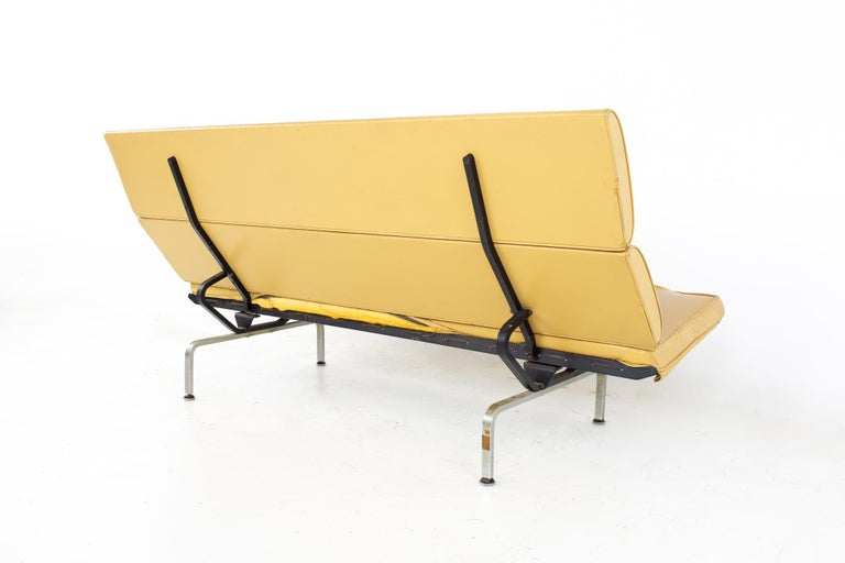 Charles and Ray Eames for Herman Miller Mid Century Compact Daybed Sofa For Sale 1