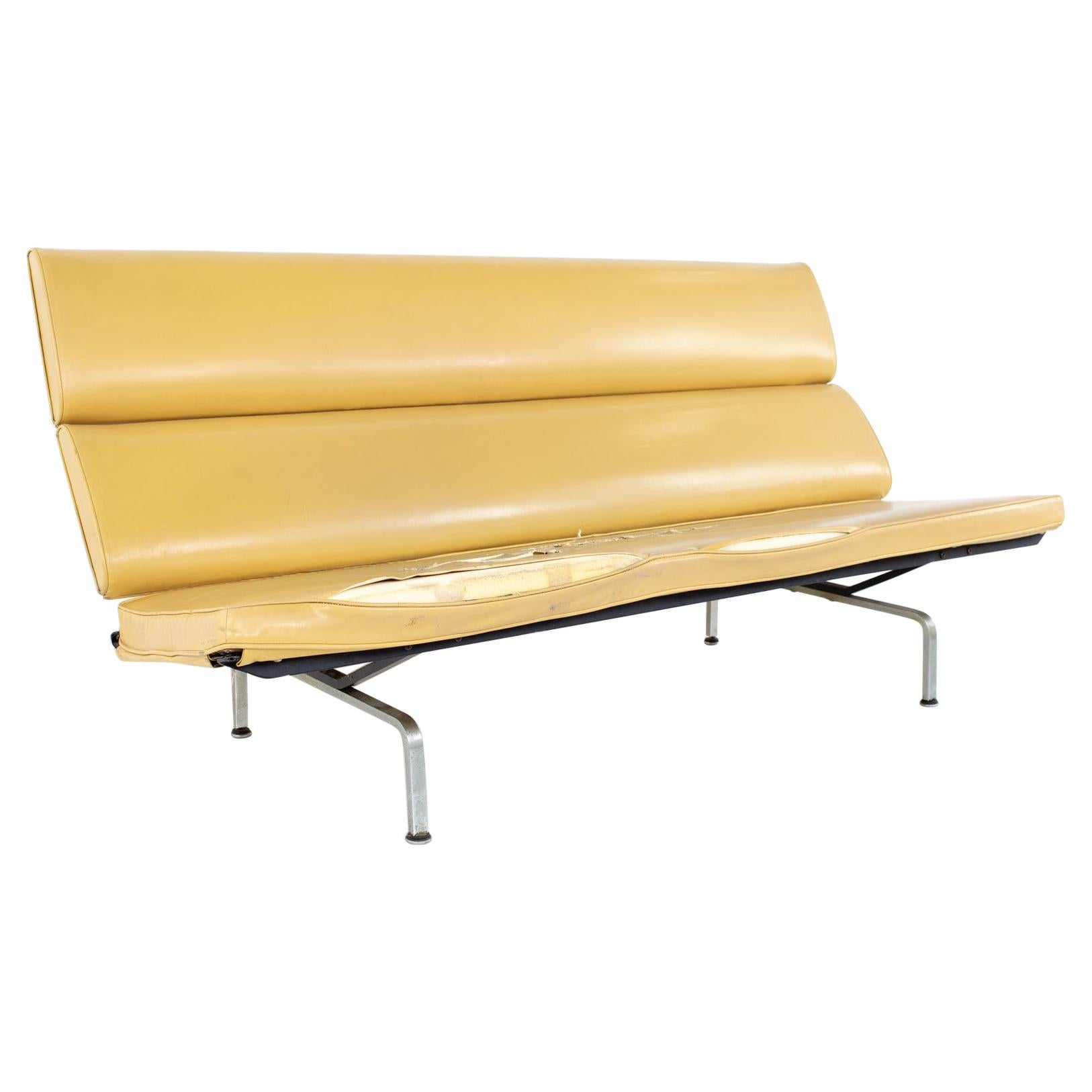 Early Charles and Ray Eames for Herman Miller Mid Century Compact Daybed Sofa