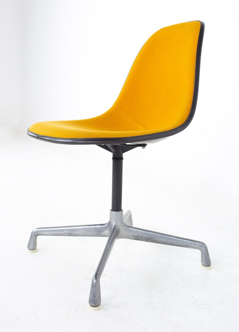 Charles and Ray Eames for Herman Miller Mid Century Orange Upholstered Shell Cha In Good Condition For Sale In La Grange, IL