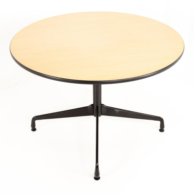 Charles and Ray Eames for Herman Miller Aluminum Group Wood & Black Dining Table In Excellent Condition For Sale In La Grange, IL