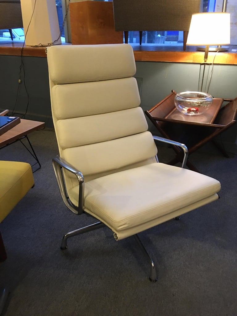 Charles and Ray Eames for Herman Miller Soft Pad Lounge Chair in Ivory Leather For Sale 4