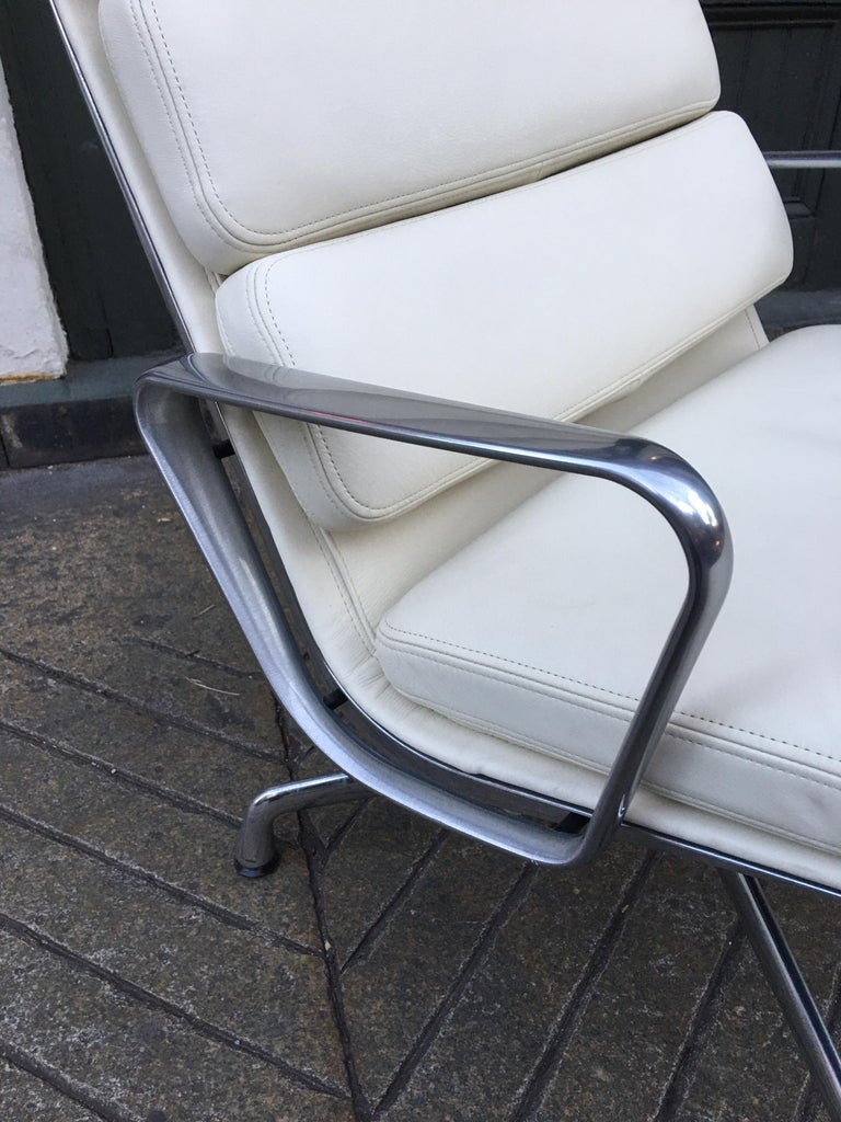 American Charles and Ray Eames for Herman Miller Soft Pad Lounge Chair in Ivory Leather For Sale