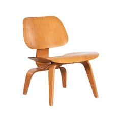 Charles and Ray Eames LCW Ash Lounge Chair for Evans Products, 1947