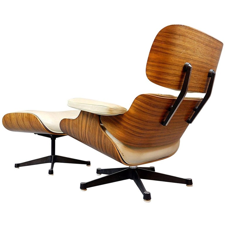 Charles and Ray Eames Lounge Chair and Ottoman Mobilier International Edition For Sale