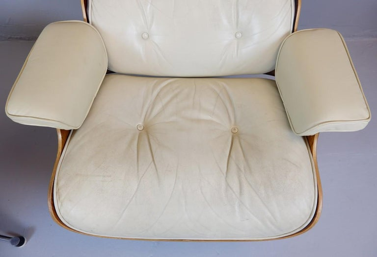 20th Century Charles and Ray Eames Lounge Chair and Ottoman Mobilier International Edition For Sale