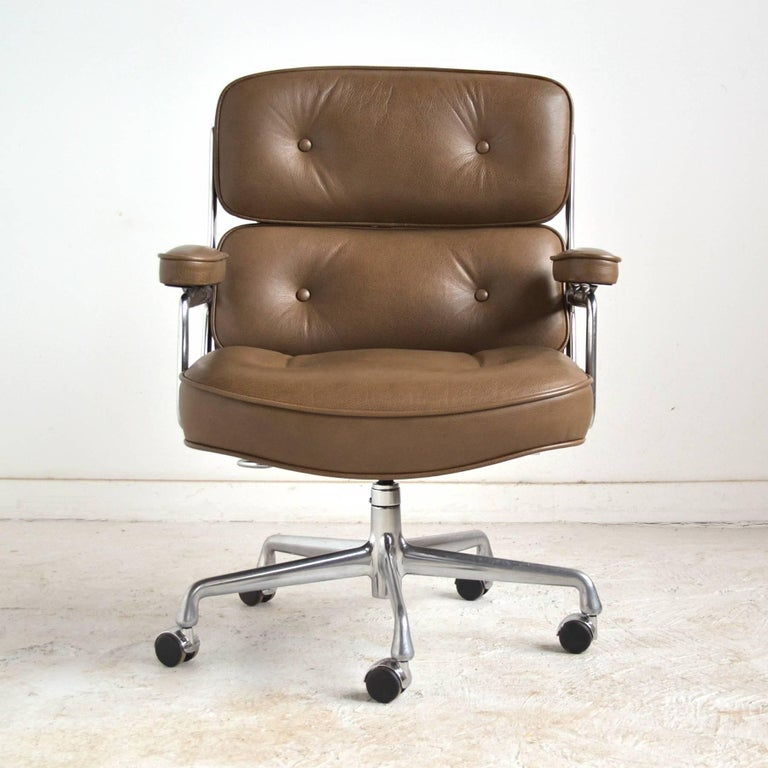 American Charles and Ray Eames Pair of Time-Life Chairs by Herman Miller For Sale