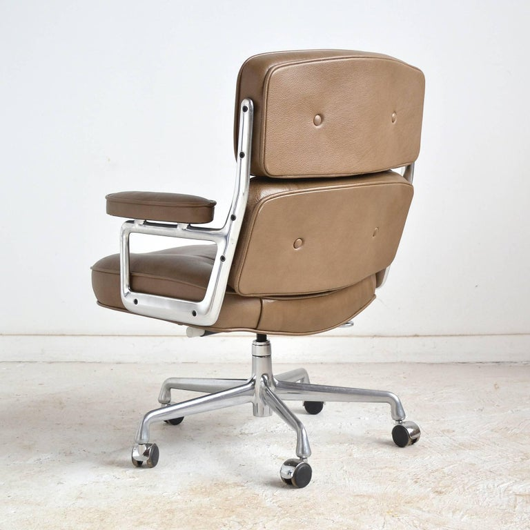 Aluminum Charles and Ray Eames Pair of Time-Life Chairs by Herman Miller For Sale