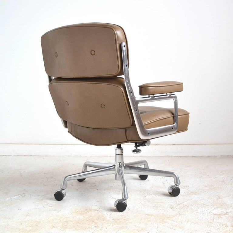 Charles and Ray Eames Pair of Time-Life Chairs by Herman Miller For Sale 1