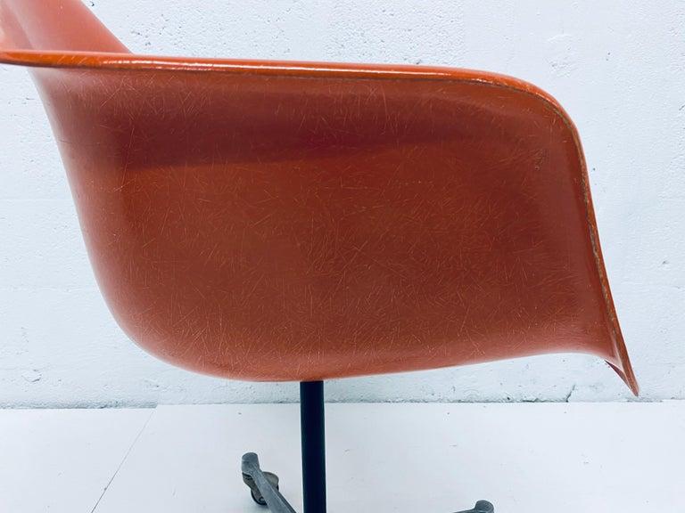 Charles and Ray Eames PSC Orange Fiberglass Office Desk Chair for Herman Miller For Sale 4