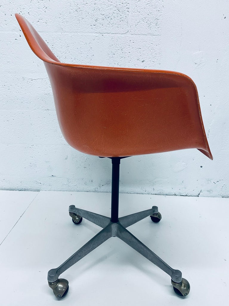 Mid-20th Century Charles and Ray Eames PSC Orange Fiberglass Office Desk Chair for Herman Miller For Sale