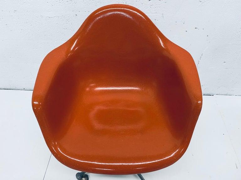 Charles and Ray Eames PSC Orange Fiberglass Office Desk Chair for Herman Miller For Sale 1