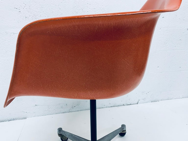 Charles and Ray Eames PSC Orange Fiberglass Office Desk Chair for Herman Miller For Sale 2