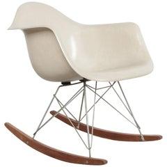 "Charles and Ray Eames; ""RAR"" Schaukelstuhl, 1960er Jahre"