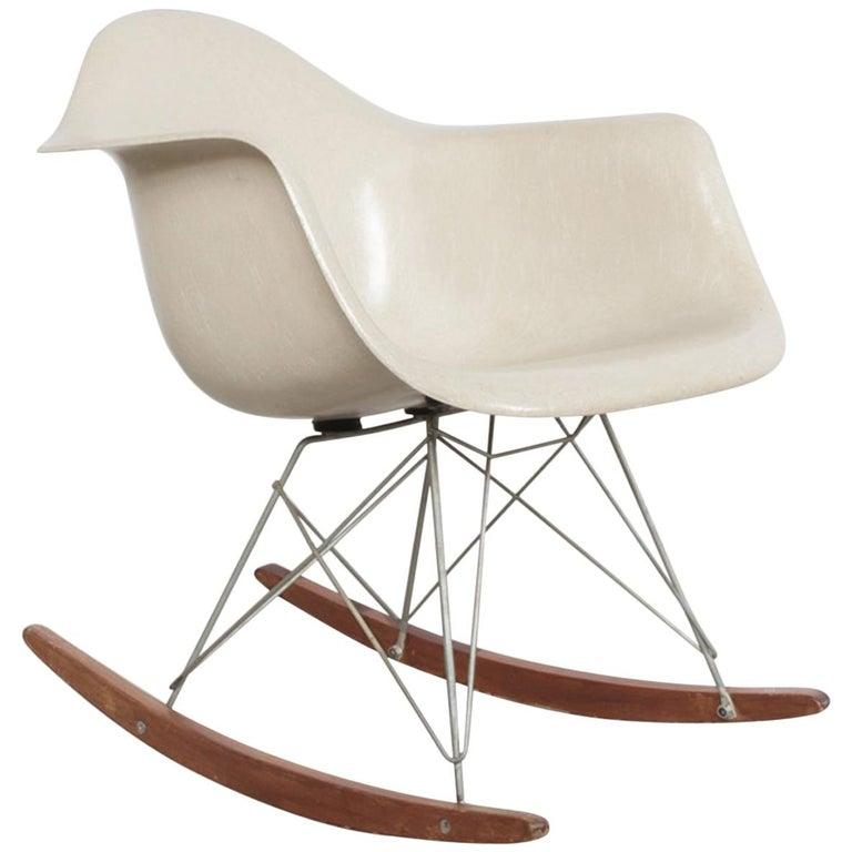 Charles And Ray Eames Rar Schaukelstuhl 1960er Jahre Im Angebot