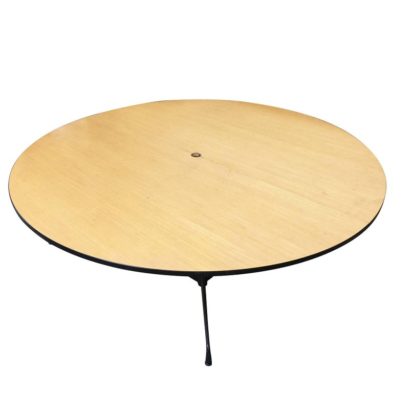 Charles and Ray Eames Round Conference Table by Herman Miller In Excellent Condition For Sale In Van Nuys, CA