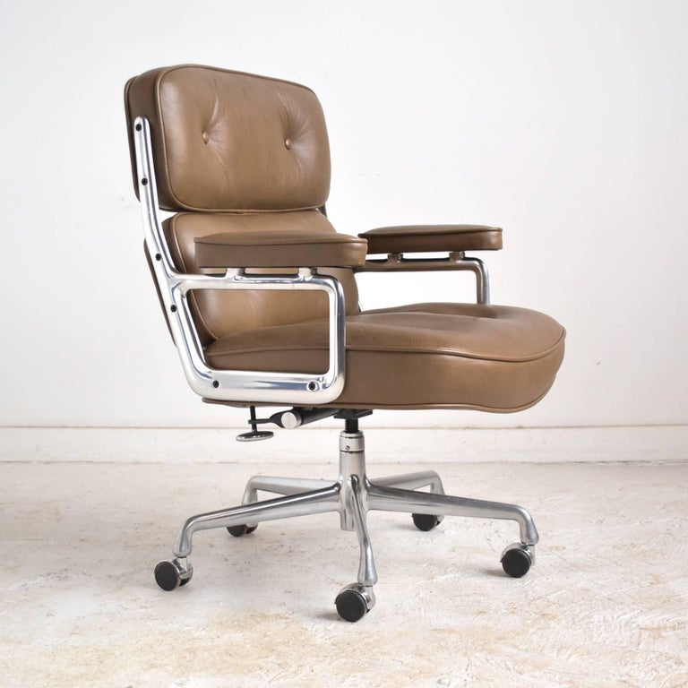 Originally designed for the Time-Life building in 1960, this chair shares qualities with other Eames designs. The generous proportions and deep luxurious cushions offer the sitter great comfort and the cast aluminum frame is light and stylish.