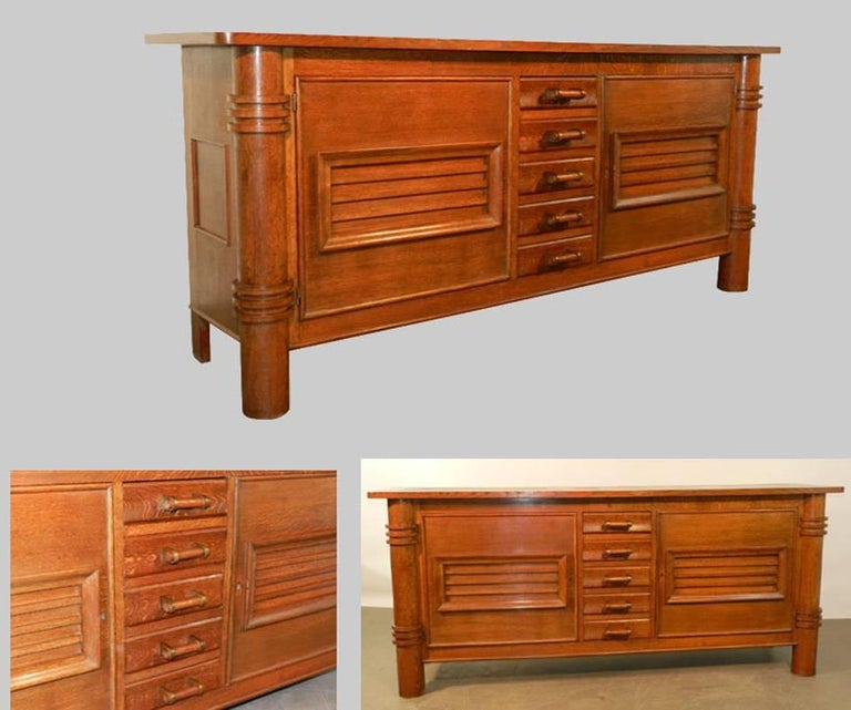 Charles Dudouyt (attributed to) oak sideboard, edition La Gentilhommiere, circa 1940-1950. Good condition.
