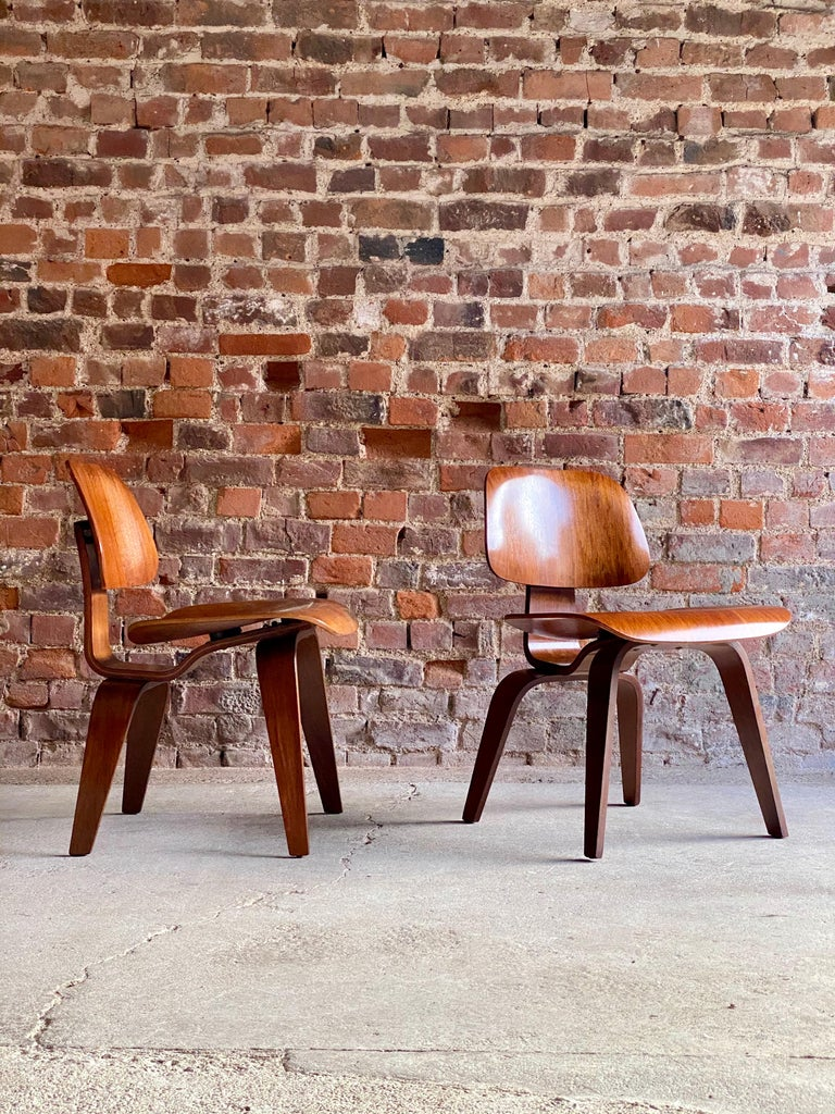 Charles Eames DCW Dining Chairs by Herman Miller, circa 1950 In Good Condition For Sale In Longdon, Tewkesbury