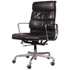 Charles Eames Executive Soft Pad Chair