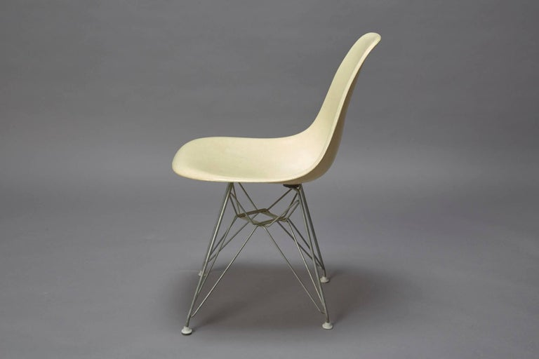 American Charles Eames Fiberglass Shell Chair for Herman Miller with Original Eiffel Base For Sale
