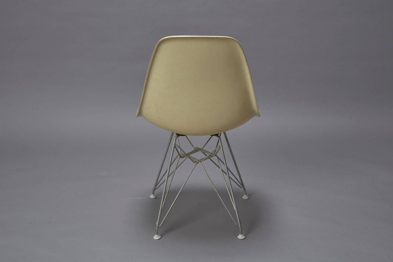 Charles Eames Fiberglass Shell Chair for Herman Miller with Original Eiffel Base In Excellent Condition For Sale In Belmont, MA