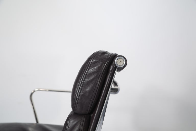 Charles Eames for Herman Miller Auburgine Soft Pad Management Chair, circa 1980 For Sale 5