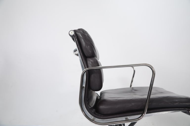 Charles Eames for Herman Miller Auburgine Soft Pad Management Chair, circa 1980 For Sale 6