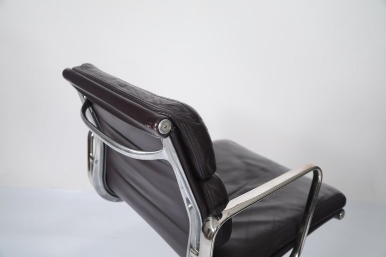 Charles Eames for Herman Miller Auburgine Soft Pad Management Chair, circa 1980 For Sale 7