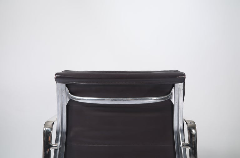 Charles Eames for Herman Miller Auburgine Soft Pad Management Chair, circa 1980 For Sale 9