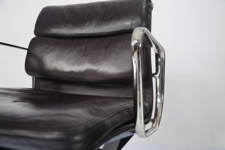 Charles Eames for Herman Miller Auburgine Soft Pad Management Chair, circa 1980 For Sale 1