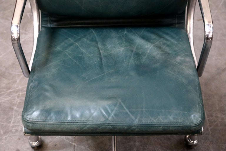 Charles Eames for Herman Miller Green Leather Soft Pad Management Chair, Signed For Sale 2