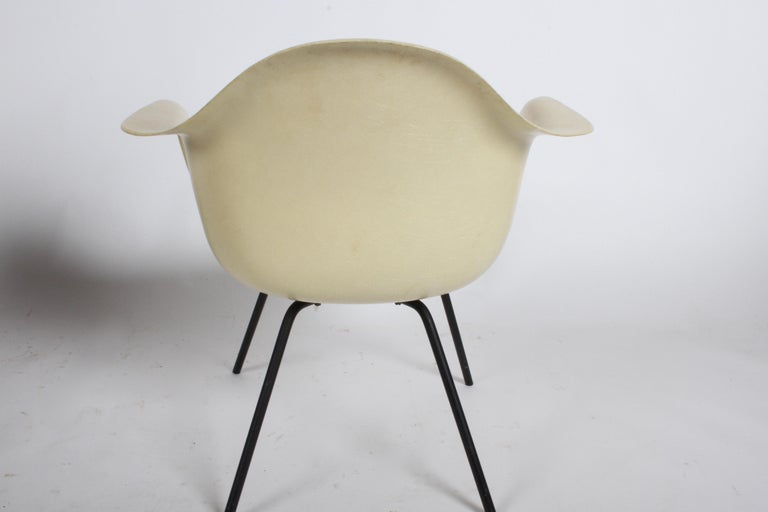 Charles Eames for Herman Miller Low DAX Shell Armchair In Good Condition For Sale In St. Louis, MO