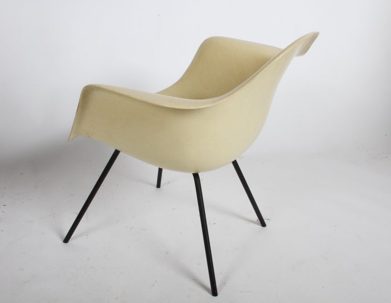 Mid-20th Century Charles Eames for Herman Miller Low DAX Shell Armchair For Sale