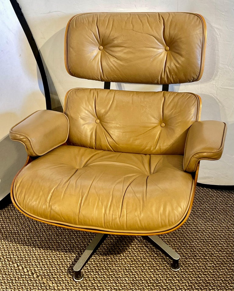 Mid-Century Modern Charles Eames, Herman Miller Midcentury Chair and Ottoman