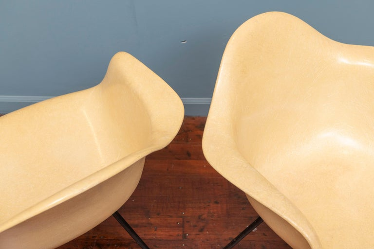 Mid-Century Modern Charles Eames MAX Armshell Lounge Chairs For Sale
