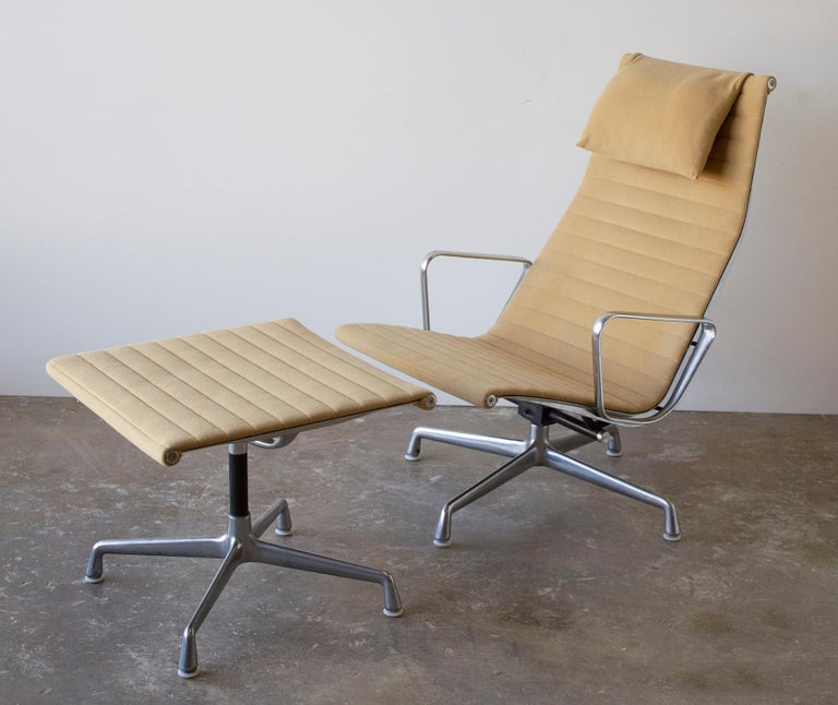 Mid-Century Modern Charles Eames Lounge Chair Aluminum Group Series for Herman Miller 1970s Ottoman For Sale