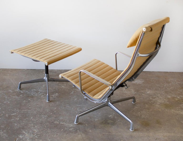 American Charles Eames Lounge Chair Aluminum Group Series for Herman Miller 1970s Ottoman For Sale